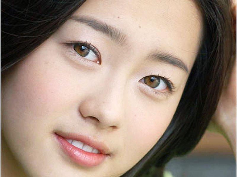 Double eyelid kpop idols dating 2
